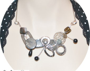 collier sculptural sur fil aluminium ajustable  /adjustable sculptural necklace