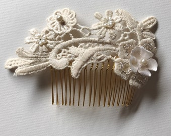 Creamy Ivory Lace Comb , Bridal Hair Comb, Floral Hair Comb, Bride Lace Hair Comb