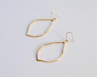 Leda -earrings (16K gold plated teardrop shape drop earrings)