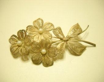 Vintage Silver Tone Flower Brooch (5254) Faux Pearls