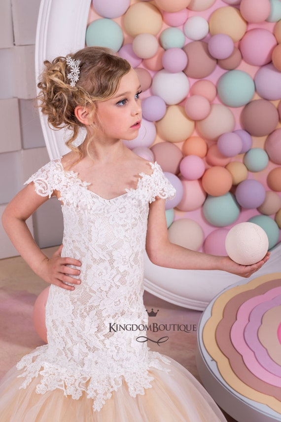 Vestido estilo sirena marfil y Cappuccino niña de las flores
