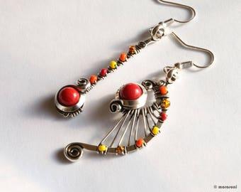 Boucles d'oreilles ethniques asymétriques - rouge - jaune orange