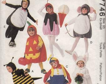 Patron pour enfant - Ensemble costumes au pays des jouets