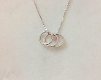 Drei Silber Ringe - dreifach Ringe-Anhänger - moderne Silber Halskette - minimalistische Halskette
