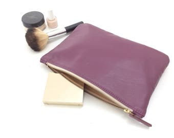Leather pouch.Leather zipper pouch.Leather cosmetic pouch.Leather makeup pouch.Leather toiletry pouch.Ready to ship.