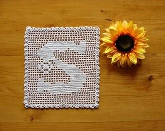 ALPHABET MAT ~ Personalized Gift ~ Letter S ~ Filet Doily ~ Monogram Doily