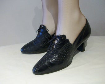 Divine 1930s navy day shoes w/dramatic high scalloped vamps US 6 1/2  / UK 4 1/2