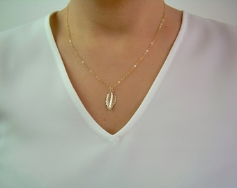 Dainty Gold Leaf Necklace / Delicate Gold Leaf Pendant / Gold Minimal Leaf Necklace / Delicate Thin Gold Chain / AD012