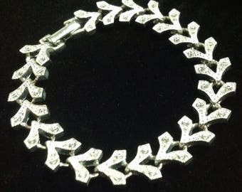 Vintage Signed Napier  V link rhinestones  bracelet silver toned . This baby sparkles  like there's no  tomorrow .