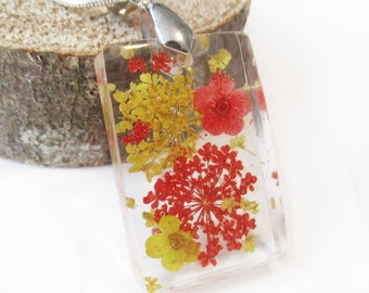 Yael rectangle in red and yellow - flowered resin jewelry flower pendant necklace nature of colorful dried flowers