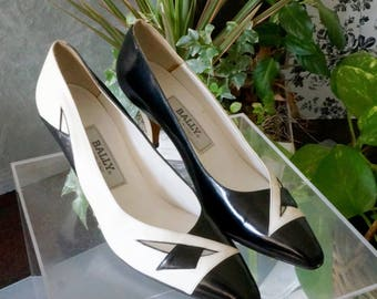 Free Shipping!Vtg. BALLY White and Black Leather Pumps- Size 8N
