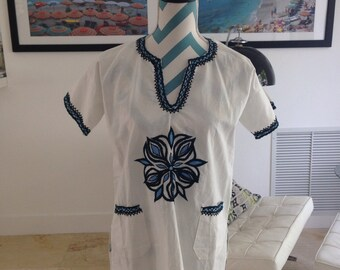 Vintage Boho Embroidered Blouse Tunic 1970s Hippie Mexican Top Short Sleeved XS Small Bohemian White Teal Blue