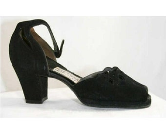 Size 5.5 Black Shoes - Chic 1940s Suede Cutwork Platform Heels - Size 5 1/2 AA Pumps - Scalloped Edge - Sophisticated 40s Shoe - 39606-1