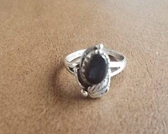Vintage~Native American~Navajo~Ring~Sterling Silver~Black~Onyx~Gemstone~size~7+ Fine~925~Jewelry~Womans~Teen~Ring~Signed~Nice