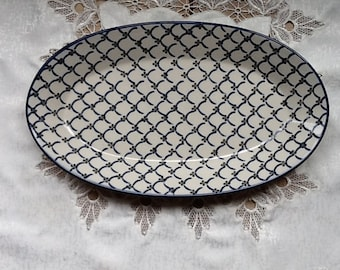 Polish Pottery Large Oval Serving Platter originates from Boleslawiec, Poland