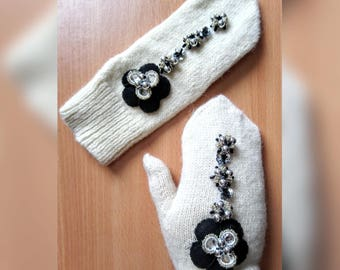 Knitting PATTERN - Women's gloves with flowers. Women's gloves sizes (S, M, L)