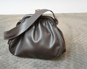 Brown Faux Leather Purse// Vintage Pod Purse// 70s Pleather Purse (F1)