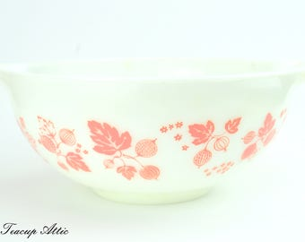 Pyrex Pink Gooseberry Cinderella Mixing Bowl, Vintage Pyrex Bowl, Retro Pink Gooseberry 443 2 1/2 Quart, ca. 1957-1966
