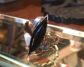 Mid-century onyx statement ring (10k)
