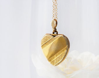 Vintage Gold Heart Locket | Art Deco Design 9ct Gold Back & Front Photo Locket Necklace - 20 Inch Chain Included
