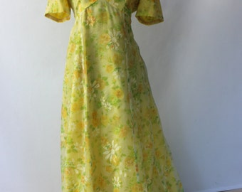 Vintage 70s Yellow Floral Maxi Dress // 1970s Floral Dress // Short sleeves