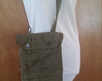 Vintage army gas mask/canvas bag/vintage army supplies