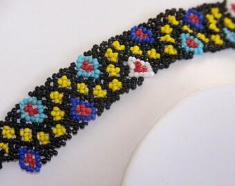 Stunning vintage hand-beaded bracelet