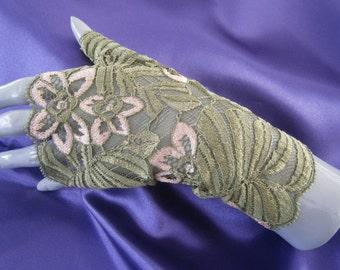 Spitzen Sie-Handschuhe, Handschuhe Spitze, Handschuhe Spitze grüne Brautjungfer, grüne Fäustlinge in grüne Spitze, Spitze