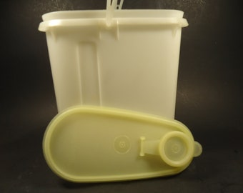 Tupperware oval pitcher  with handle & lid.