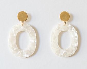 Acrylic Oval Earring // Pearl