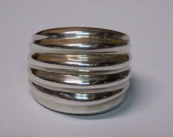 Stunning heavy  sterling silver ring size 6 20 grams in weight
