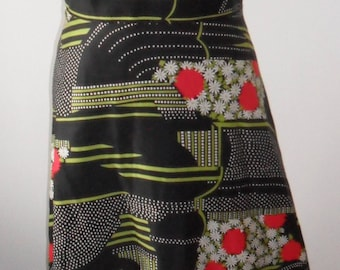 1970s Vintage Floral Maxi Dress (Black Red Green White)
