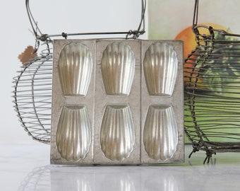 French vintage madeleine baking tin