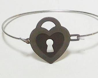 Thin Wire Bracelet Cuff, Key Pendant, Heart, Lock, Unpolished, Silver Tone, Brass, Vintage Jewelry