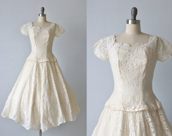 Vintage 1950s Tea Length Wedding Dress / 1950s Lace Wedding Gown / Short Sleeve