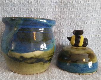 Pottery bee honey pot