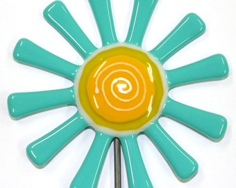 Glassworks Northwest - Turquoise Daisy Flower Stake - Fused Glass Garden Art
