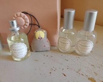 Poupette a parfumer lin gris peint de fleurs - seule ou avec brume d'oreiller cinq parfums au choix
