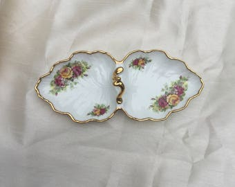 Vintage 1970s Elizabethan Staffordshire 'English Garden' - Fine bone china - Trinket Tray with Handle