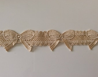 Guipure lace form node 4 cm wide