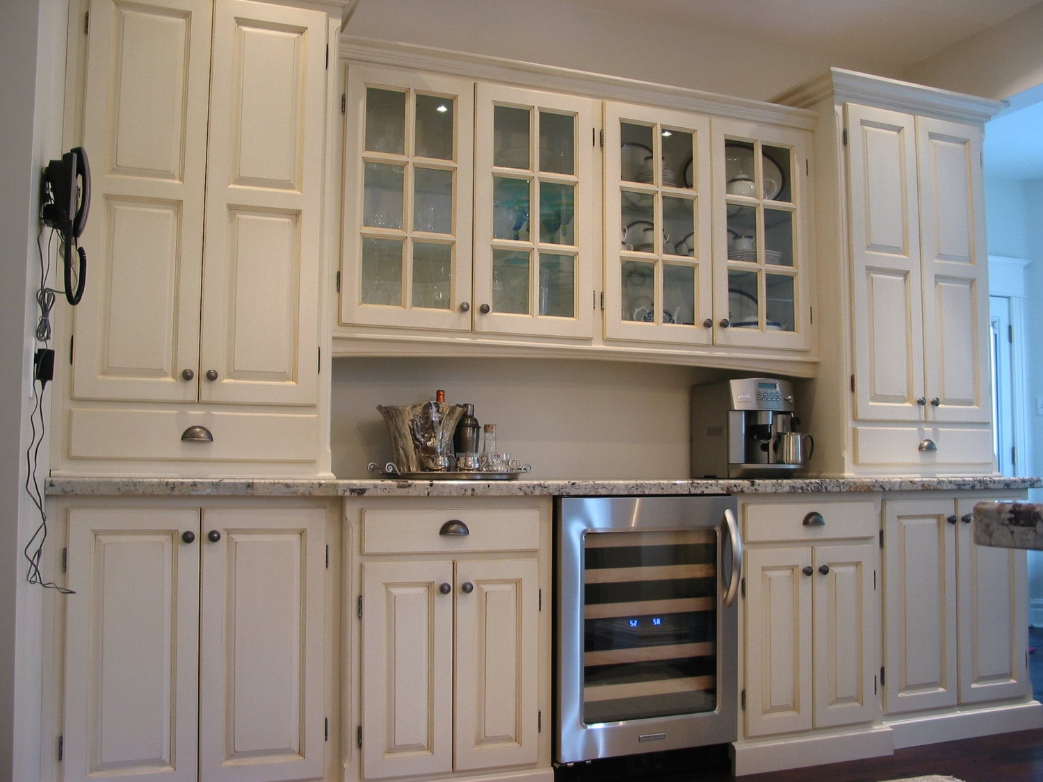 Custom Kitchen / Display Cabinets / Butler's Pantry /