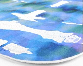 Watercolor bath mat, tie die look bath mat, blue bathroom decor, beachy blue purple tone bath rug, bath furnishing