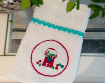 """Embroidered guest towel """"Candy"""" galore"""