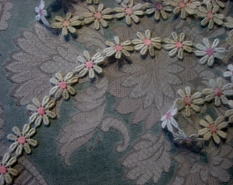 "Cotton Lace Daisy Trim, 7/8"" Wide, White and Pink (1 yd)"
