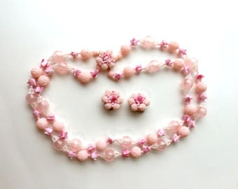 Vintage Plastic Demi Parure Necklace and Clip On Earrings Jewelry Set Pink White and Gold Tone Made in Hong Kong