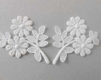 2 white flowers lace 6 x 5 cm