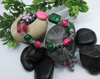 LIQUIDATION - Glass and natural stone, tones of green and pink Bracelet.