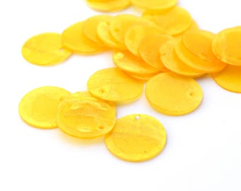 10 round sequins in dark yellow Pearl 15mm