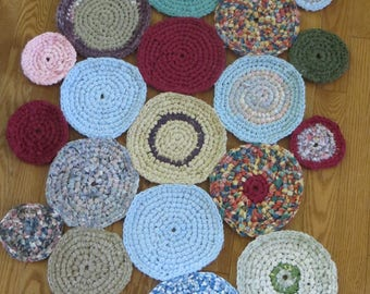 Hooked rug in recycled cotton