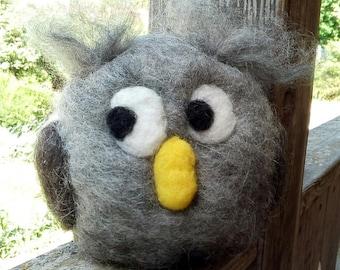 Big round Filzeule, owl felted Owl